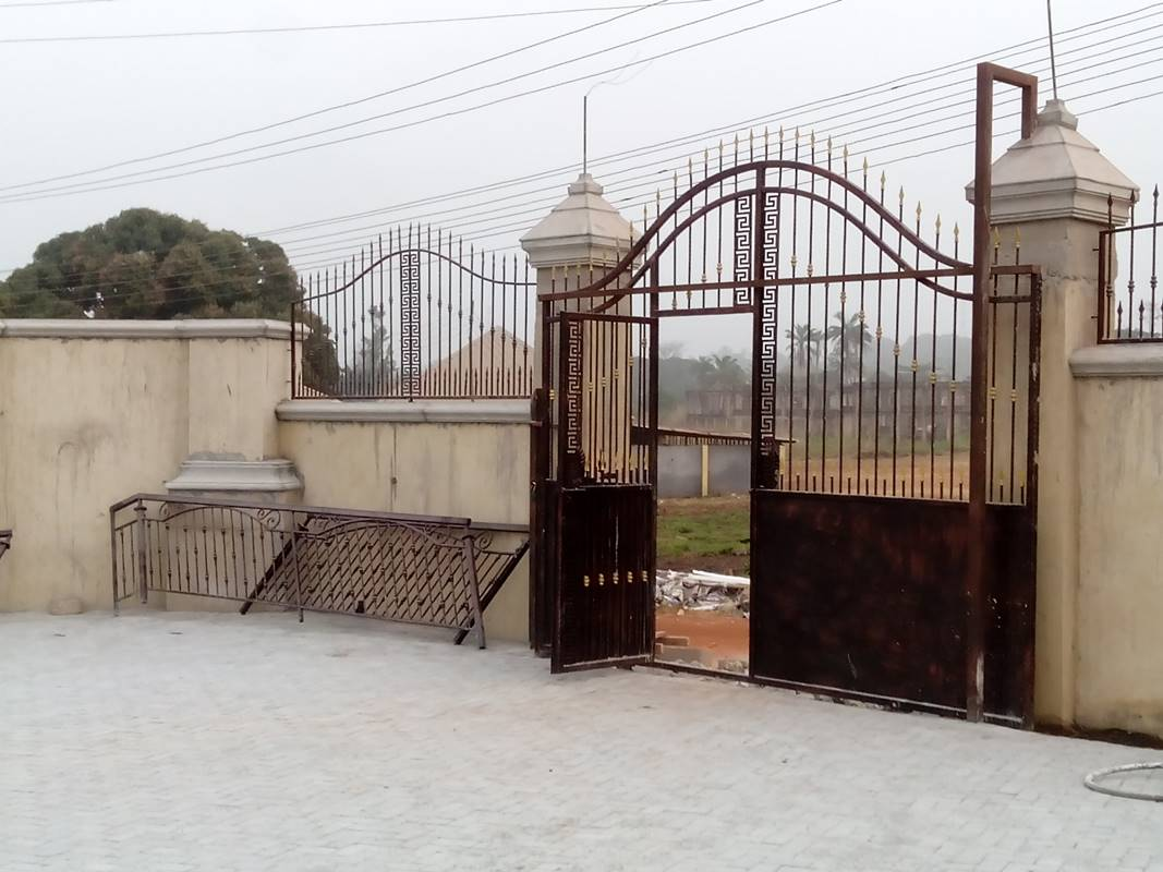 Metal Gate Designs